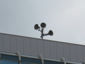 武蔵小杉STMビル屋上のスピーカー